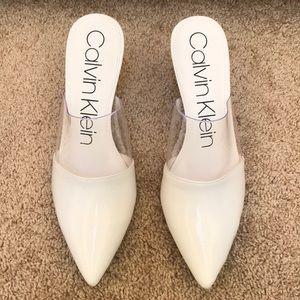 NWOB! Calvin Klein Size 10, graycie pumps